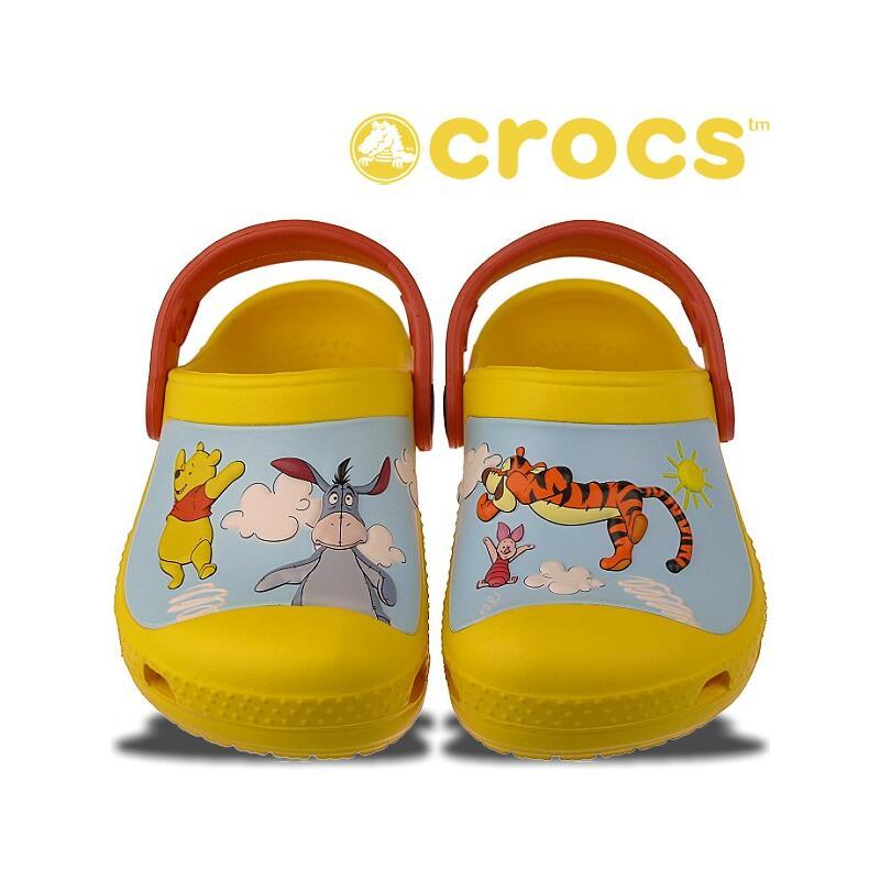 crocs winnie the pooh und seine 3 freunde clogs gelb neu 27. Black Bedroom Furniture Sets. Home Design Ideas